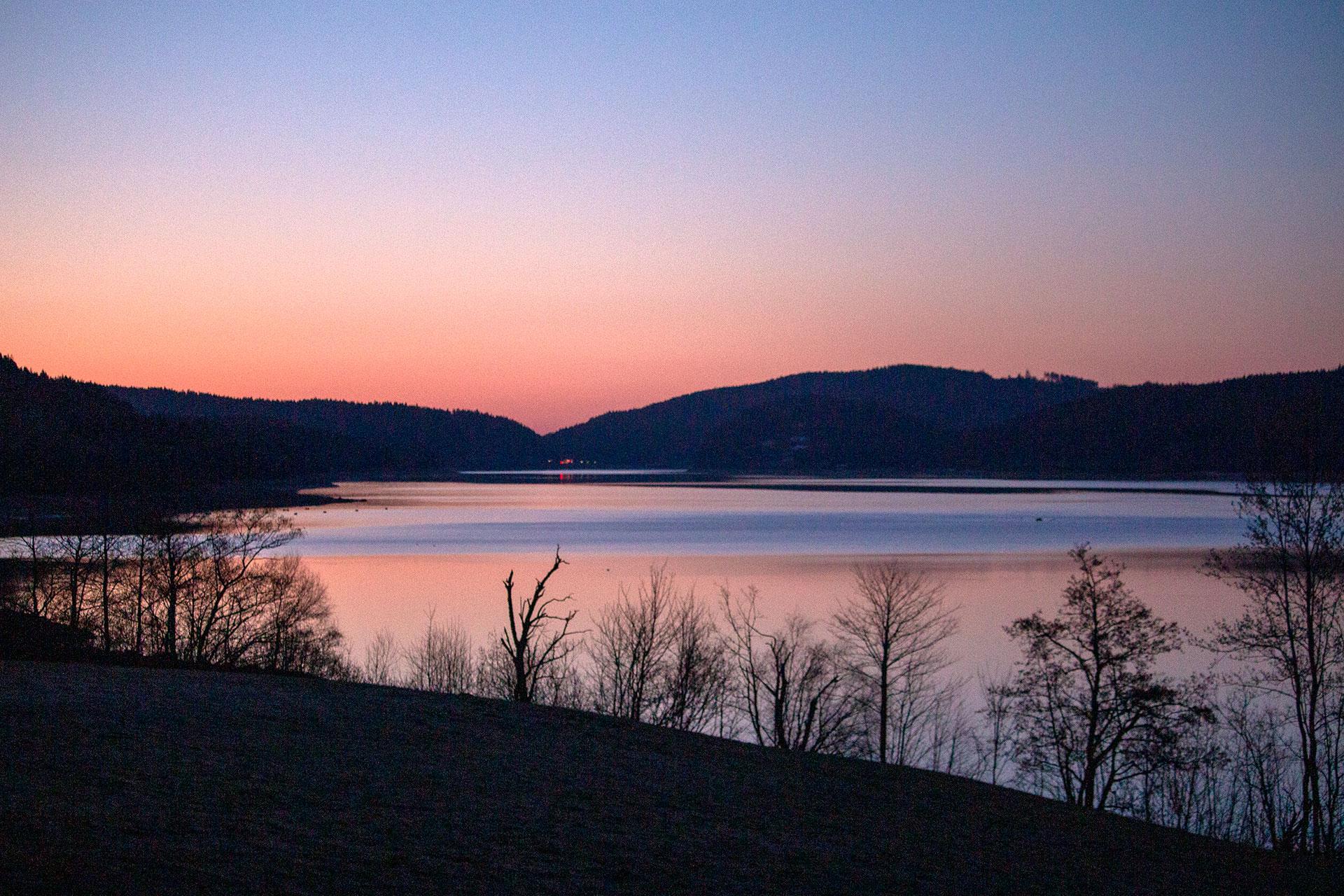 Morgendämmerung am Ostersonntag um 6:30 Uhr am Schluchsee.