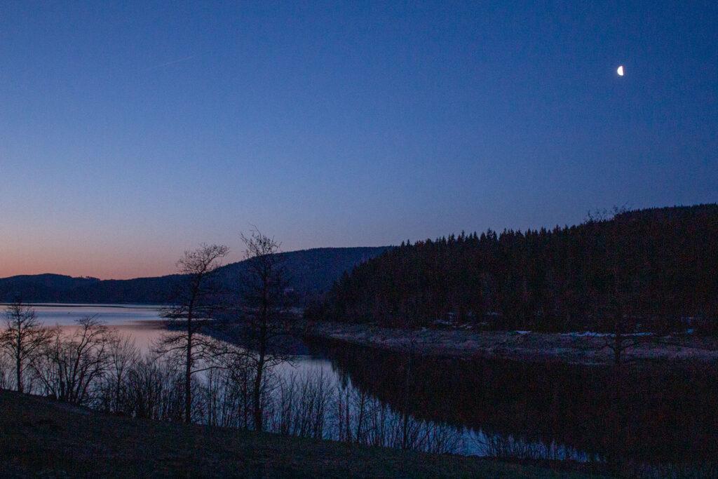 Mond in der Morgendämmerung